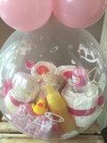 1- Ballon gevuld met pampers voor meisje_