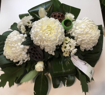 bloemstuk 3 bolchrysanten wit