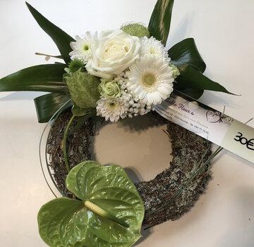 bloemstukje rond witte en groene tinten
