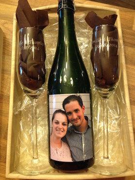fles methode champenoise met 2 gegraveerde glazen