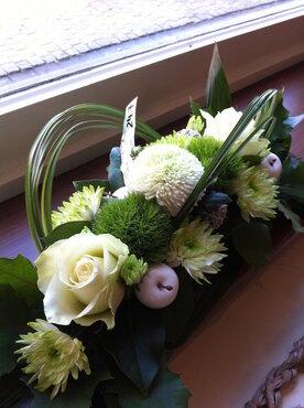bloemstuk smal witte en groene tinten