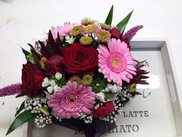 bloemstukje roze en rode tinten