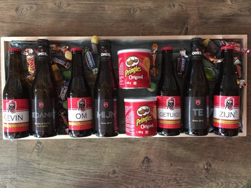 plateau met 7 flesjes bier gepersonaliseerd en delicatessen