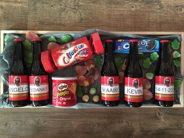 plateau met 5 flesjes bier gepersonaliseerd en delicatessen