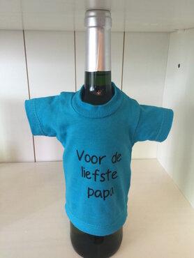 Fles rode wijn met t-shirt voor de liefste papa