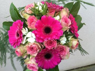 Bruidsboeket roze tinten, gerbera en rozen