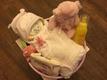 baby gemaakt met pampers in doek gewikkeld met extra's