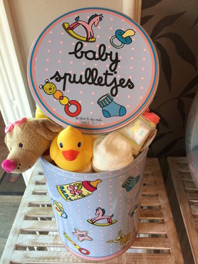 Blikken doos baby spulletjes