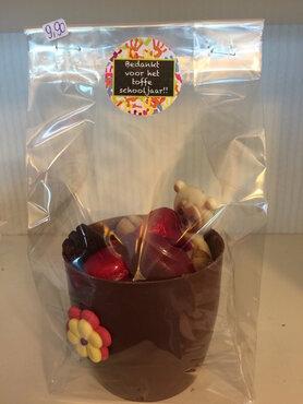 Bloempotje in chocolade gevuld met pralines