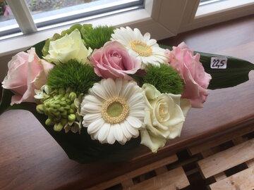 bloemstuk witte en roze tinten