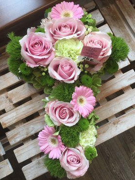 kruisje polystone roze en groen tinten