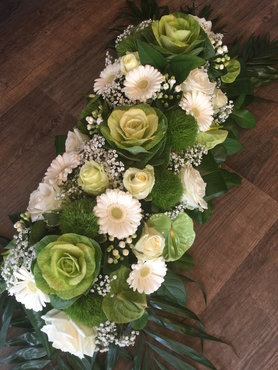 3 - bloemstuk witte en groene tinten 80cm