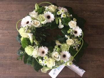 2 - rouwkrans witte en groene tinten dia 35cm