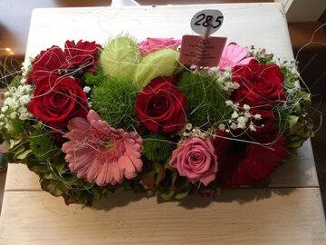bloemstukje langwerpig rode tinten en roze tinten
