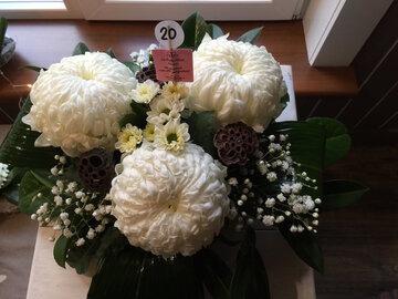 bloemstukje bolchrysant (3) wit ( lang houdbaar)