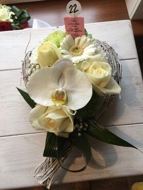bloemstukje witte en groene tinten
