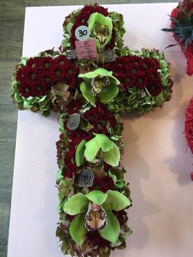 bloemstuk kruisje rode tinten met cymbidium