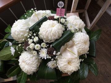 bloemstukje bolchrysant (7) wit en groen ( lang houdbaar)