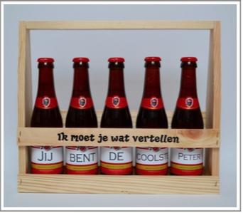 Houten bierkrat + stickers met tekst