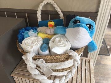 Handtas gevuld met baby-artikelen voor jongen
