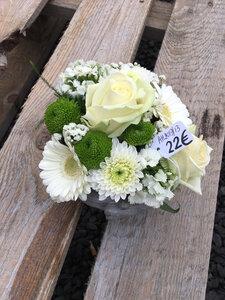 13 - bloemstuk in handvorm witte tinten