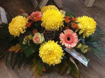 bloemstuk 5 bolchrysanten geel