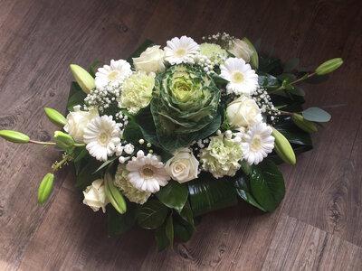 4 - bloemstuk witte en groene tinten