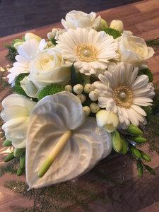 1 - bloemstukje witte en groene tinten