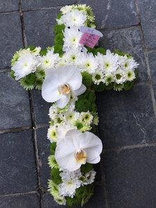 9 - kruisje witte en groene tinten + orchidee