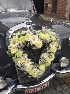 bloemstuk hart auto