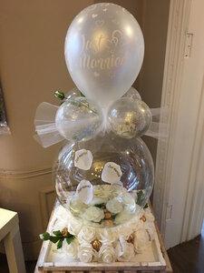 Aqua ballon huwelijk met bloemen
