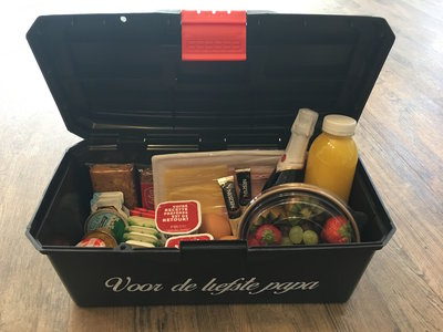 b)Formule 2 - Vaderdagontbijt Luxe 2 personen in gereedschapskoffer