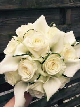 Bruidsboeket rozen en calla's