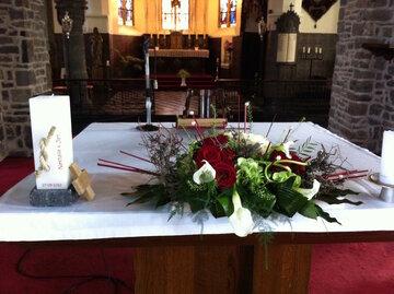 Kerkdecoratie altaarstuk op het altaar
