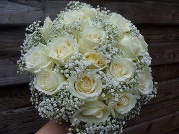 Bruidsboeket rozen en gipskruid
