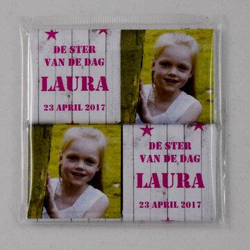 2- Laura Zakje met 4 napolitains