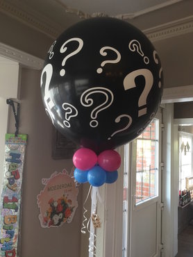 Plofballon 90cm  gevuld met kleine ballonnen en confetti BOY or GIRL