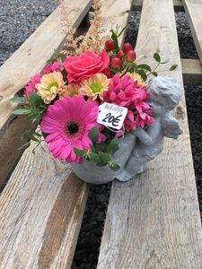 14 - bloemstuk engeltje roze tinten