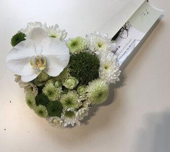 hartje witte en groene tinten met orchidee