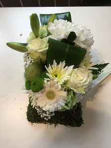 bloemstuk mos witte en groene tinten